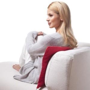 Wärmekissen kaufen - Ruecken Test Dame mit rotem Rücken Wärme-Kissen